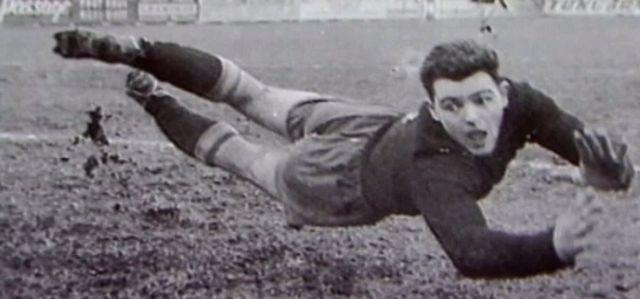 Eugène Parlier, dit Gégène, était considéré comme le meilleur gardien de but suisse des années 1950. [RTS]