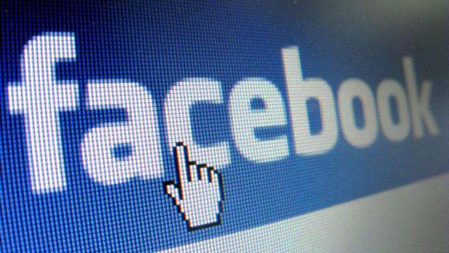 Facebook veut désormais exiger davantage d'informations de la part d'annonceurs qui souhaitent publier des messages relatifs aux élection nationales américaines. [Stephan Jansen - Keystone]