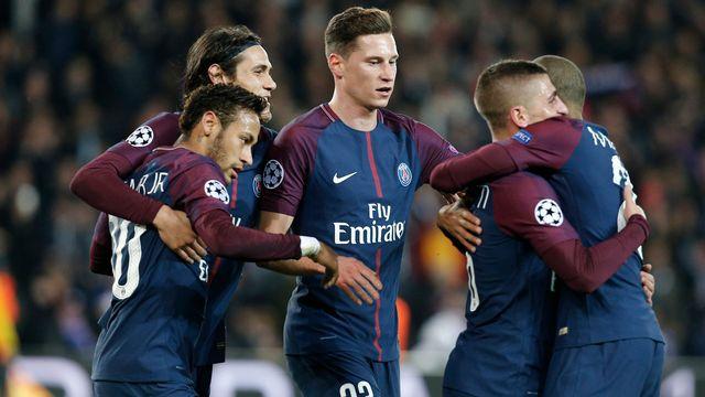 Les joueurs du PSG se congratulent après l'ouverture du score de Marco Verratti. [Thibault Camus - Keystone]