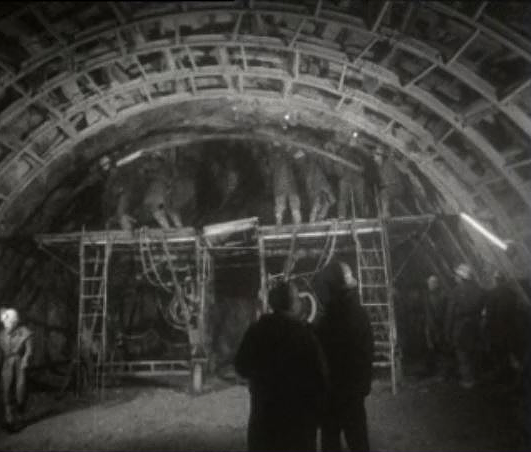 Au coeur des Alpes, le tunnel du Grand-St-Bernard en 1962.