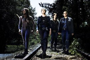 "Danai Gurira (Michonne), Melissa McBride (Carol Peletier), Lauren Cohan (Maggie Greene) et Alanna Masterson (Tara Chambler) dans la saison 8 de ""The Walking Dead"". [RTS/AMC Film Holdings LLC. All Rights Reserved.]"