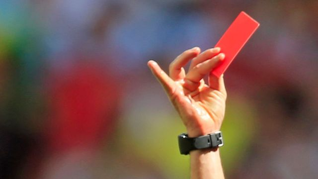 En Australie, les entraîneurs seront désormais aussi passibles du carton jaune ou rouge. [En Australie, les entraîneurs seront désormais aussi passibles du carton jaune ou rouge. - kEYSTONE]