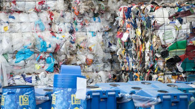 Les plastiques représentent le troisième matériau le plus fabriqué par l'homme. [Peter Schneider - Keystone]