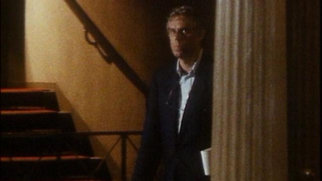 Jean-Luc Bideau dans les couloirs de la Comédie-Française, 1989. [RTS]