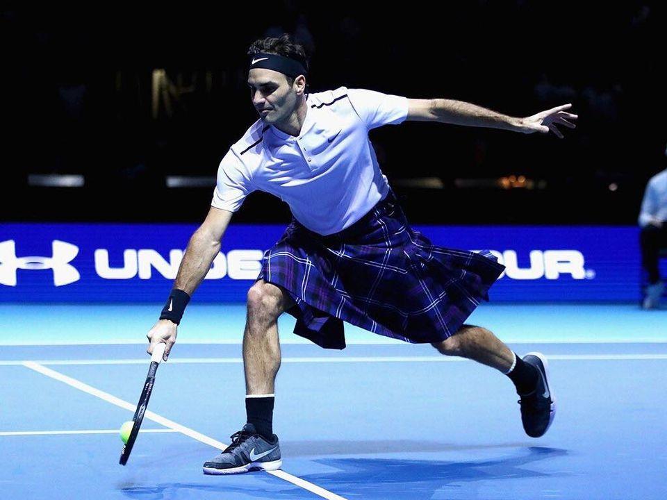 Federer a troqué son short pour un kilt le temps d'un jeu. [Twitter - Roger Federer - SRI]