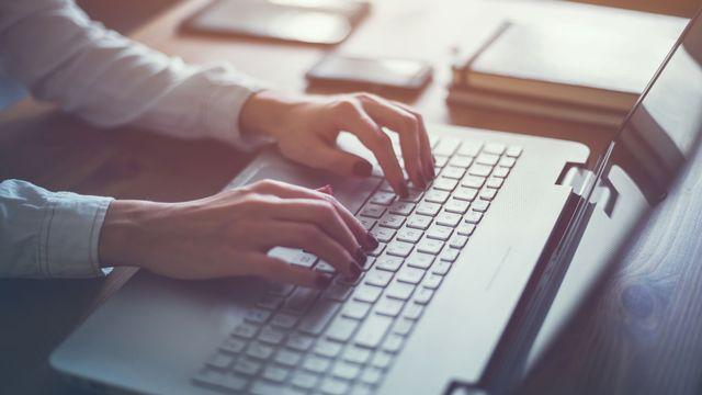 Être actif en ligne peut-il réduire une rente AI? [undrey - Fotolia]