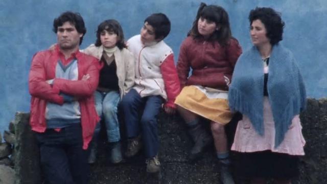 Saisonniers arrivant en Suisse, 1985. [RTS]