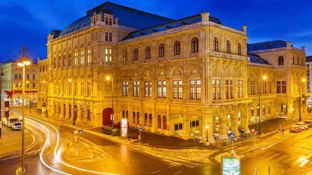 L'Opéra de Vienne illuminé. [sborisov - Fotolia]