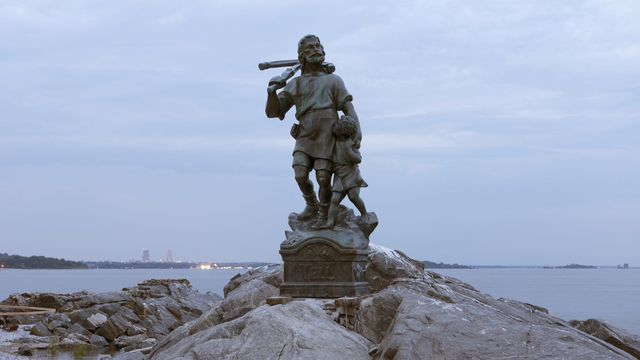 Une copie de la statue de Guillaume Tell installée au large du Bronx, à New York, sur Rat Island. [Gerry Hofstetter - Guillaume Tell]