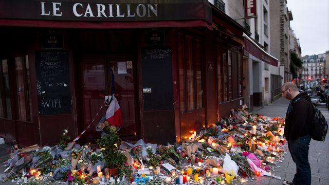 La terrasse du café Le Carillon deux jours après les attentats du 13 novembre à Paris. [Marius Becker / DPA - afp]