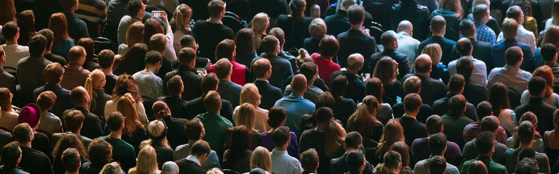 Public assistant à un meeting politique (illustration). [Anton Gvozdikov - Fotolia]