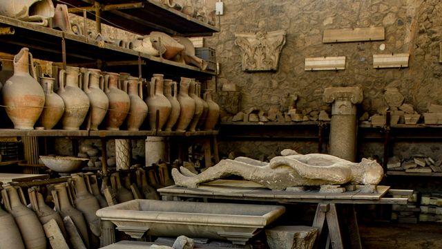 Objets archéologiques pour RTS Découverte [© Dagherrotipo - Fotolia ]