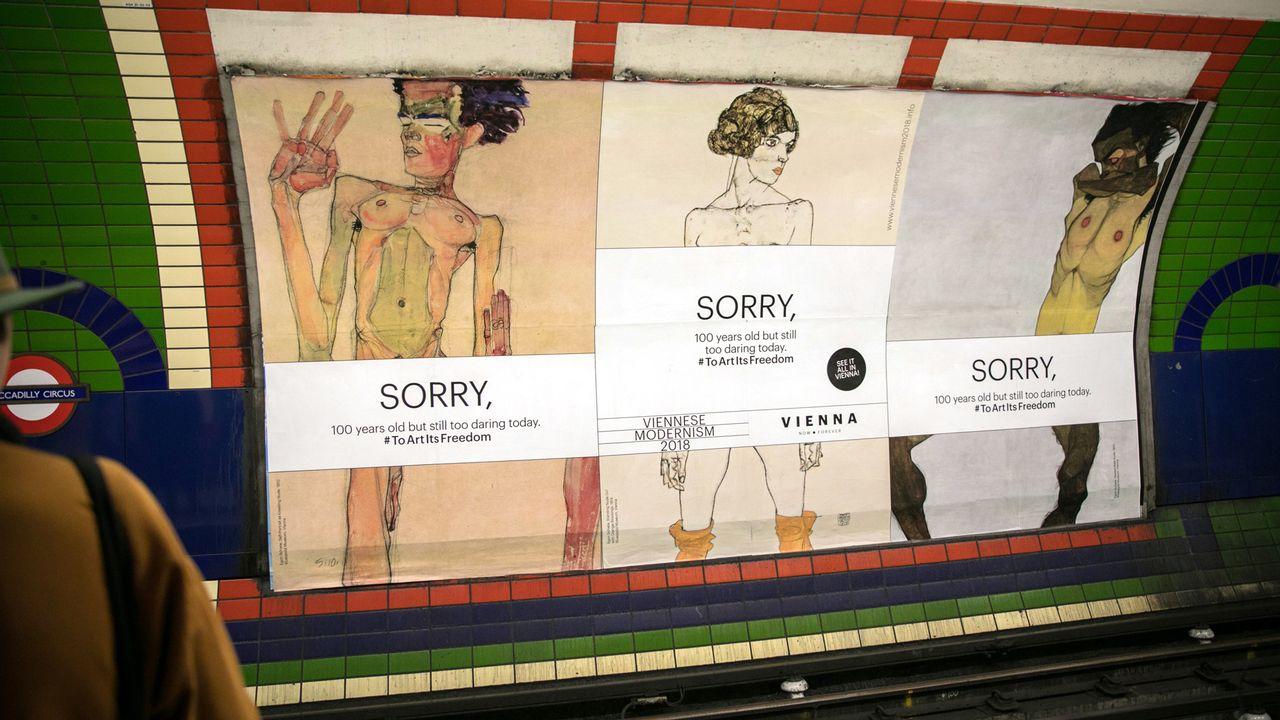 """La campagne de publicité de la rétrospective d'Egon Schiele  a été considérée trop """"osée"""" par Londres. [Christian Lendl - AFP]"""