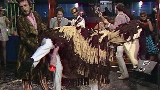 """Ils ont osé ! Le zizi clignotant de Funky dans la chanson du Beau Lac de Bâle """"Va promener le chien"""". Vous avez dit potaches? [RTS]"""