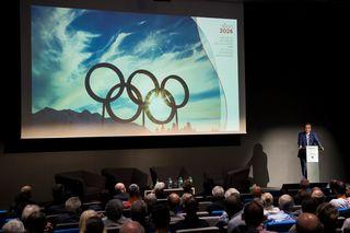 La présentation publique du comité de candidature de Sion 2026 en juin dernier (image d'illustration). [Jean-Christophe Bott - Keystone]