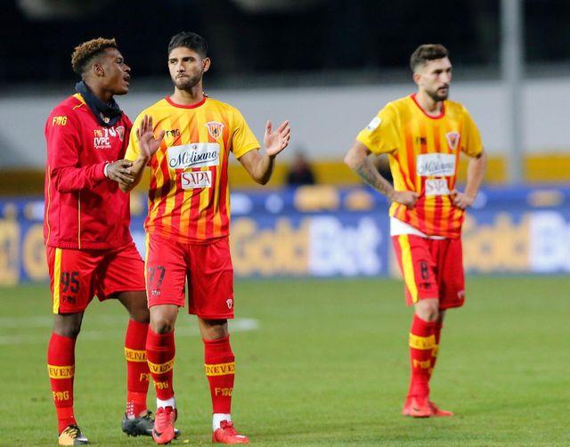 La grande déception des joueurs de Benevento. [Mario Taddeo - Keystone]