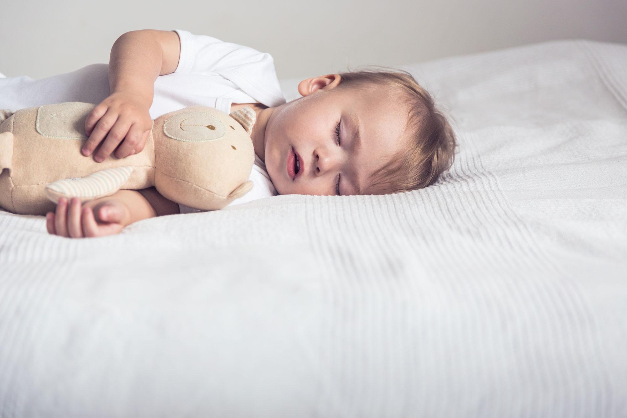 quelques conseils pour aider son enfant s 39 endormir tout seul m decine. Black Bedroom Furniture Sets. Home Design Ideas