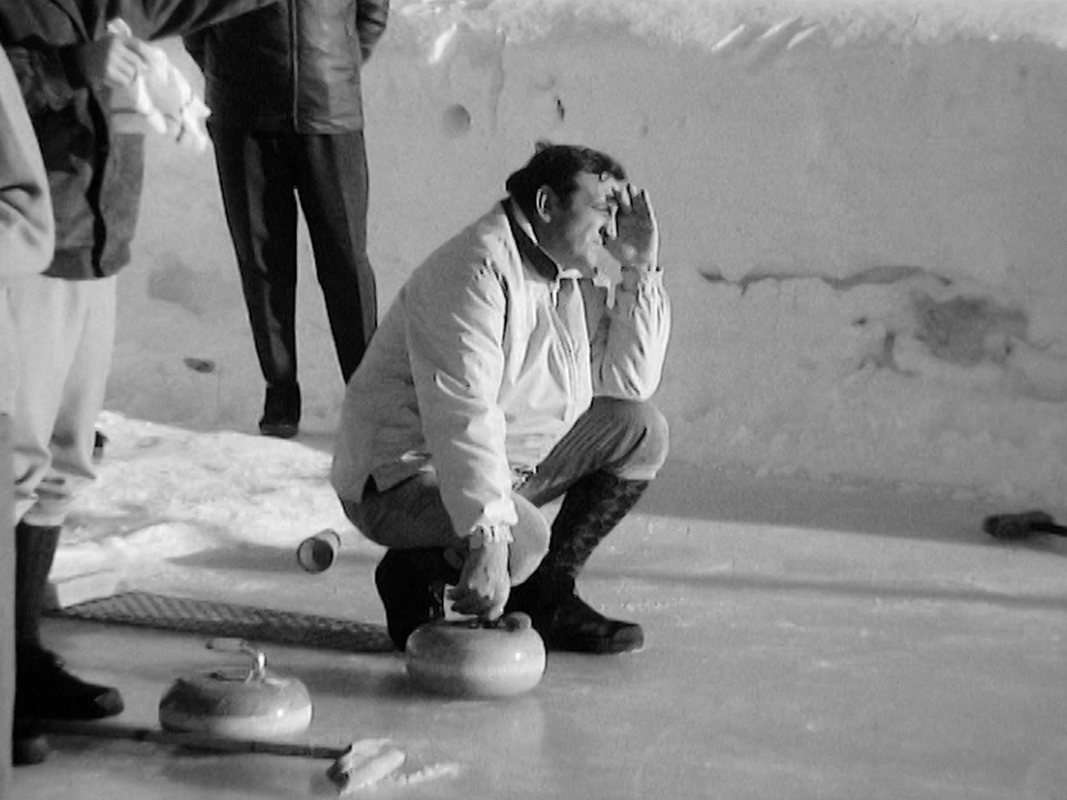 Lino Ventura, amateur de curling, 1968. [RTS]