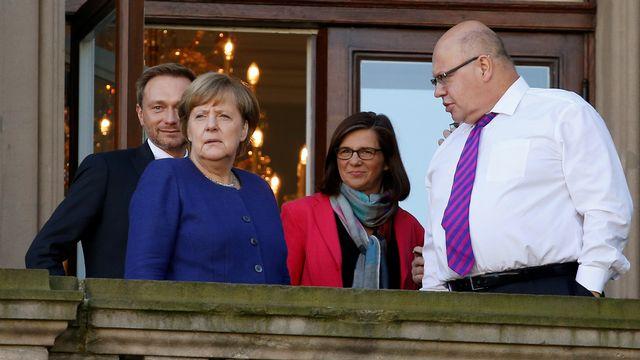 De gauche à droite, le président du FDP Christian Lindner, la chancelière allemande Angela Merkel, la cheffe du parti écologiste Katrin Goering-Eckardt et le chef du staff de la Chancellerie Peter Altmaier. [Axel Schmidt - Reuters]