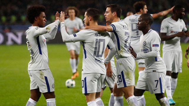La joie des Blues après l'ouverture du score d'Eden Hazard sur penalty. [Pavel Golovkin - Keystone]