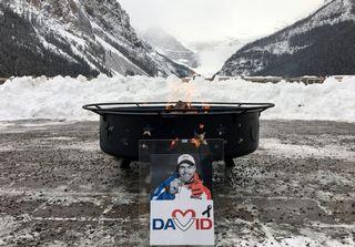 Les skieurs et entraîneurs ont rendu hommage à David Poisson mercredi à Lake Louise. [Hans Gödel - Keystone]
