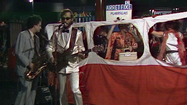 "John Cipolata chante ""Tram 12"", 1981. [RTS]"