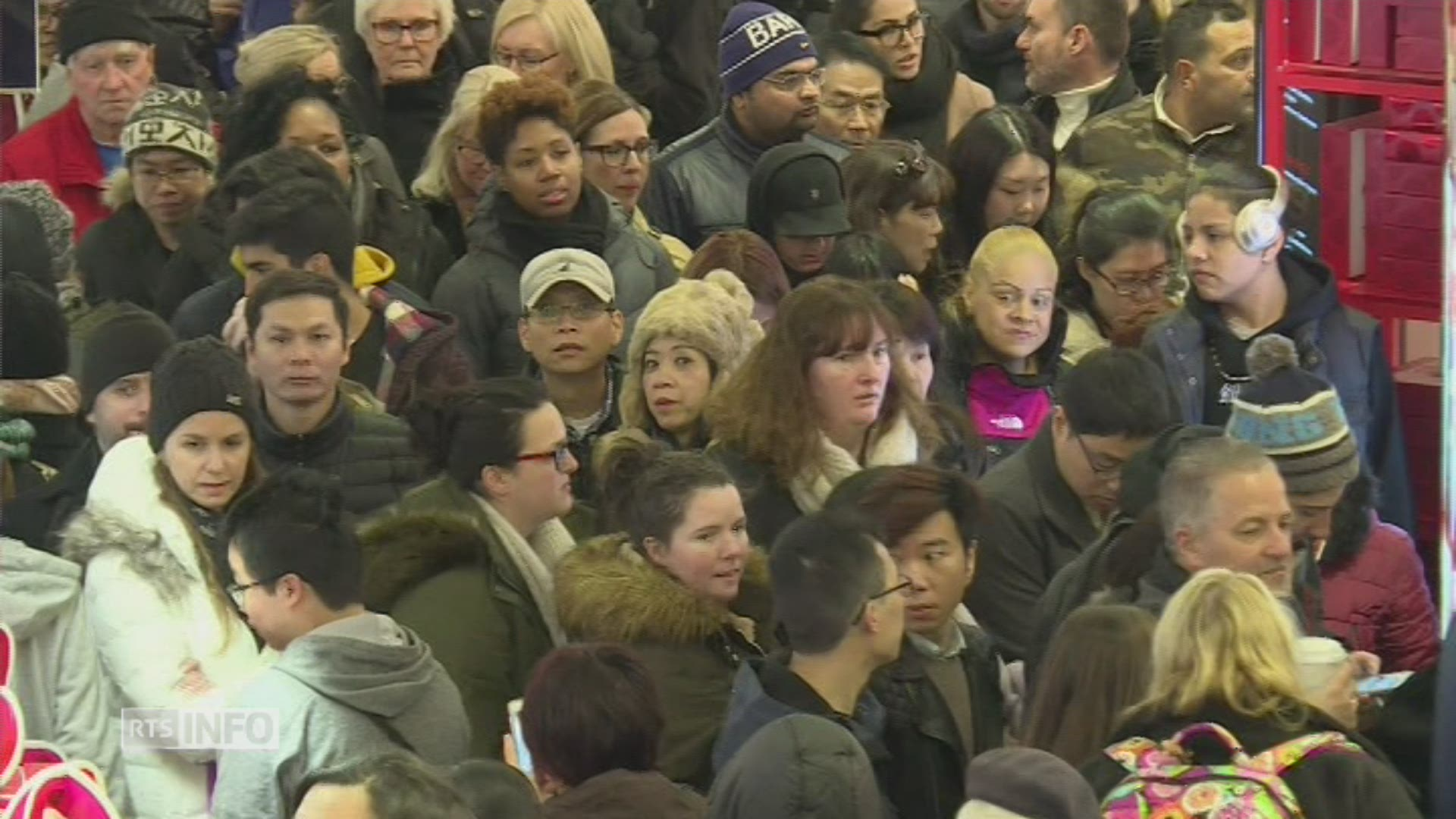 La foule se presse à New York pour le Black Friday