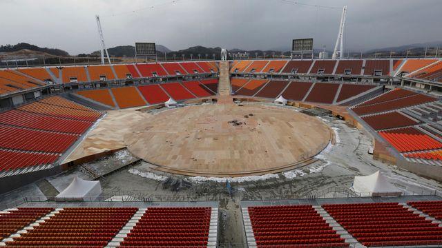 Samedi 25 novembre: le chantier du stade olympique de Pyeongchang, en Corée du Sud, en vue des Jeux d'hiver en février. [Ahn Young-joon - AP/Keystone]
