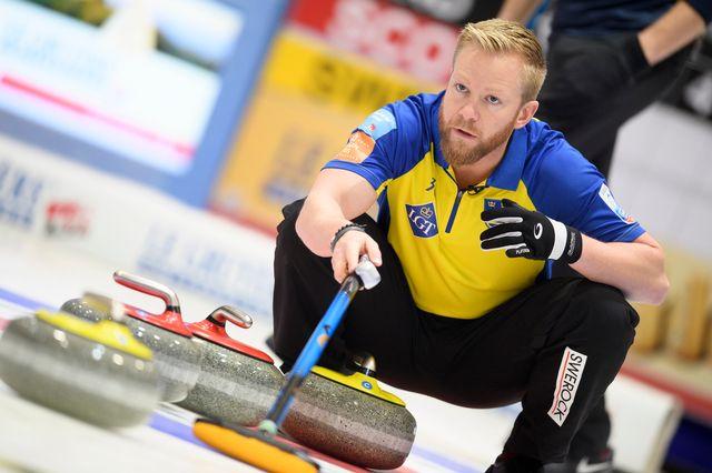 Le skip Niklas Edin a conquis son 6e titre européen. [Gian Ehrenzeller - Keystone]