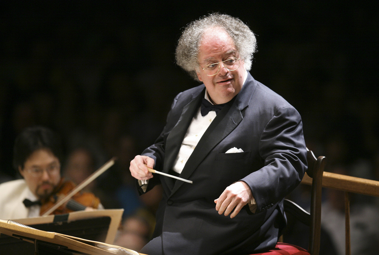 Le chef d'orchestre James Levine lors d'un concert à Boston en 2006.