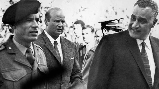 Mouammar Kadhafi et son idole Gamas Abdel Nasser, deuxième président de la République d'Egypte.