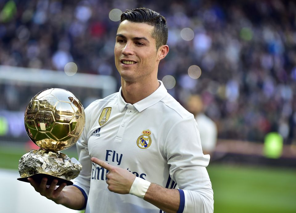 Cristiano Ronaldo prêt à recevoir un 5e Ballon d'Or. [Gérard Julien - AFP]