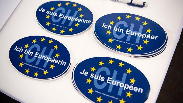 Le NOMES - auteur de cette série d'autocollants pro-européens - se bat pour l'intégration de la Suisse en Europe. [Anthony Anex - Keystone]