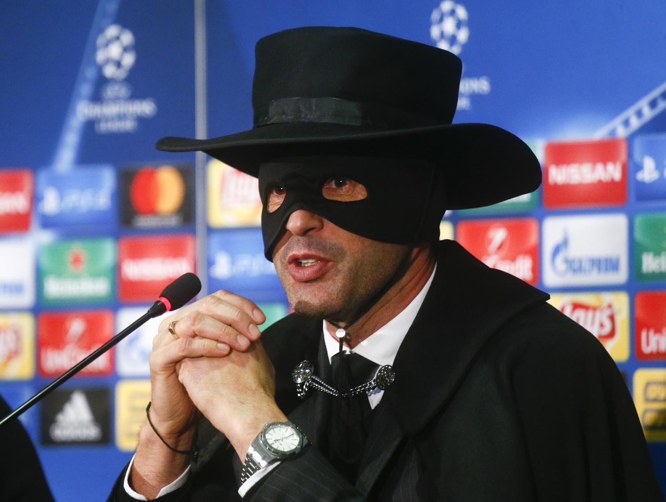 Déguisé en Zorro, Paulo Fonseca a tenu promesse — Ligue des Champions