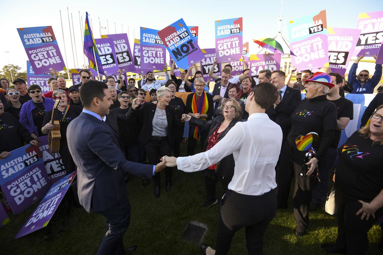 Le Parlement adopte la loi ouvrant le mariage aux couples homos — Australie