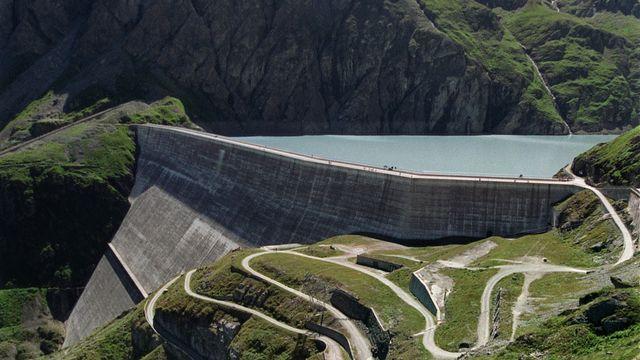 Le barrage de la Grande Dixence et son lac. [Andrée-Noelle Pot - KEYSTONE]