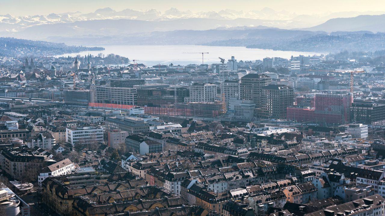 Vue de la ville de Zurich depuis le silo à grain de l'entreprise Swissmill. [Christian Beutler - Keystone]