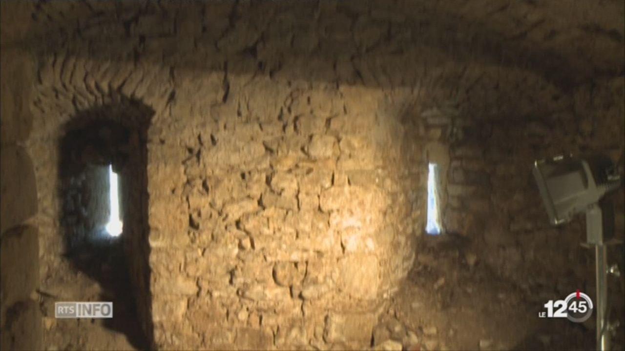 Une prison du 18e siècle découverte dans un mur du château à Porrentruy [RTS]