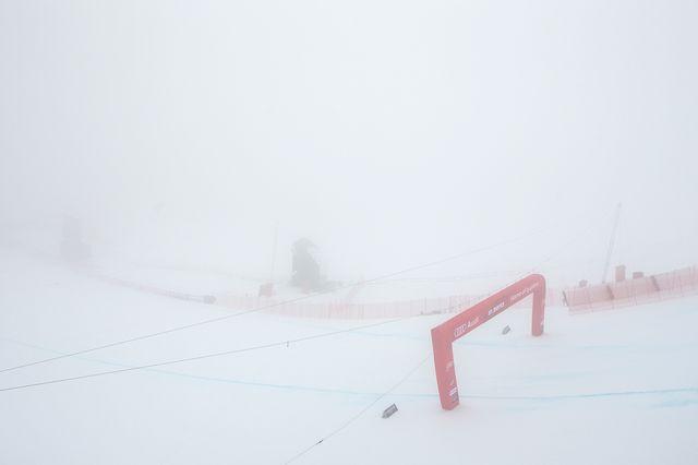 Les conditions difficiles à St-Moritz ont contraint les organisateurs à repousser le début de la course. [Alexandra WEey - Keystone]