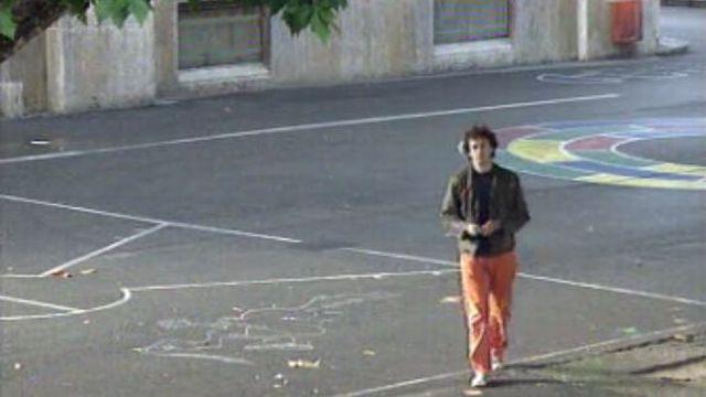 Zep dans le préau d'une école en 1996. [RTS]