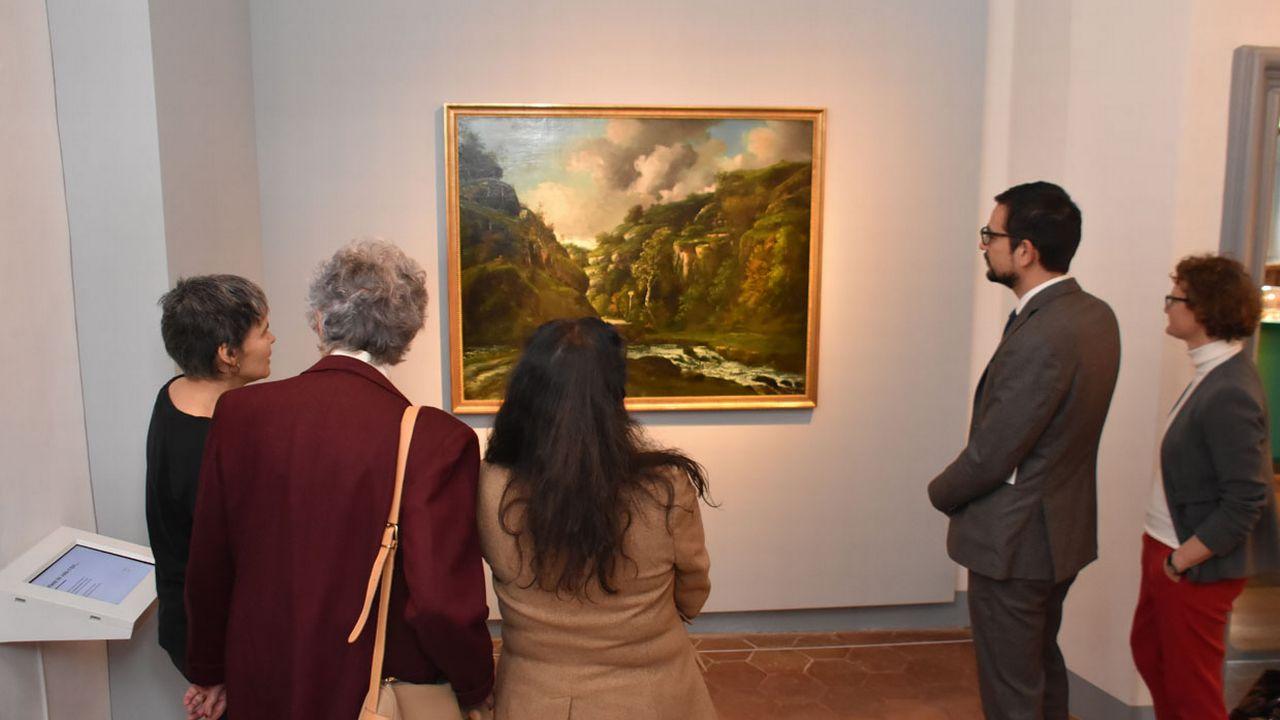 Le ministre Martial Courtet (à droite) lors du vernissage du tableau. [Gaël Klein - RTS]