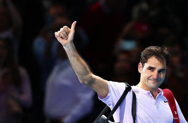 Roger Federer n'en finit plus de recevoir des récompenses. [Neil Hall - Keystone]
