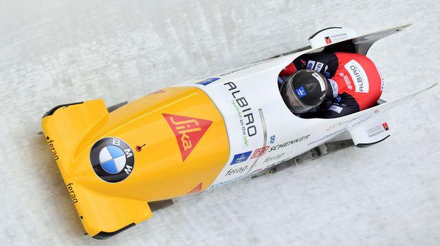 Clemens Bracher, le pilote, et son pousseur Michael Kuonen sur la piste d'Innsbruck. [Kerstin Joensson]