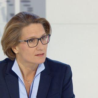 Andréa Maechler, membre de la direction générale de la BNS, le 17 décembre 2017 sur le plateau du 19h30. [RTS]