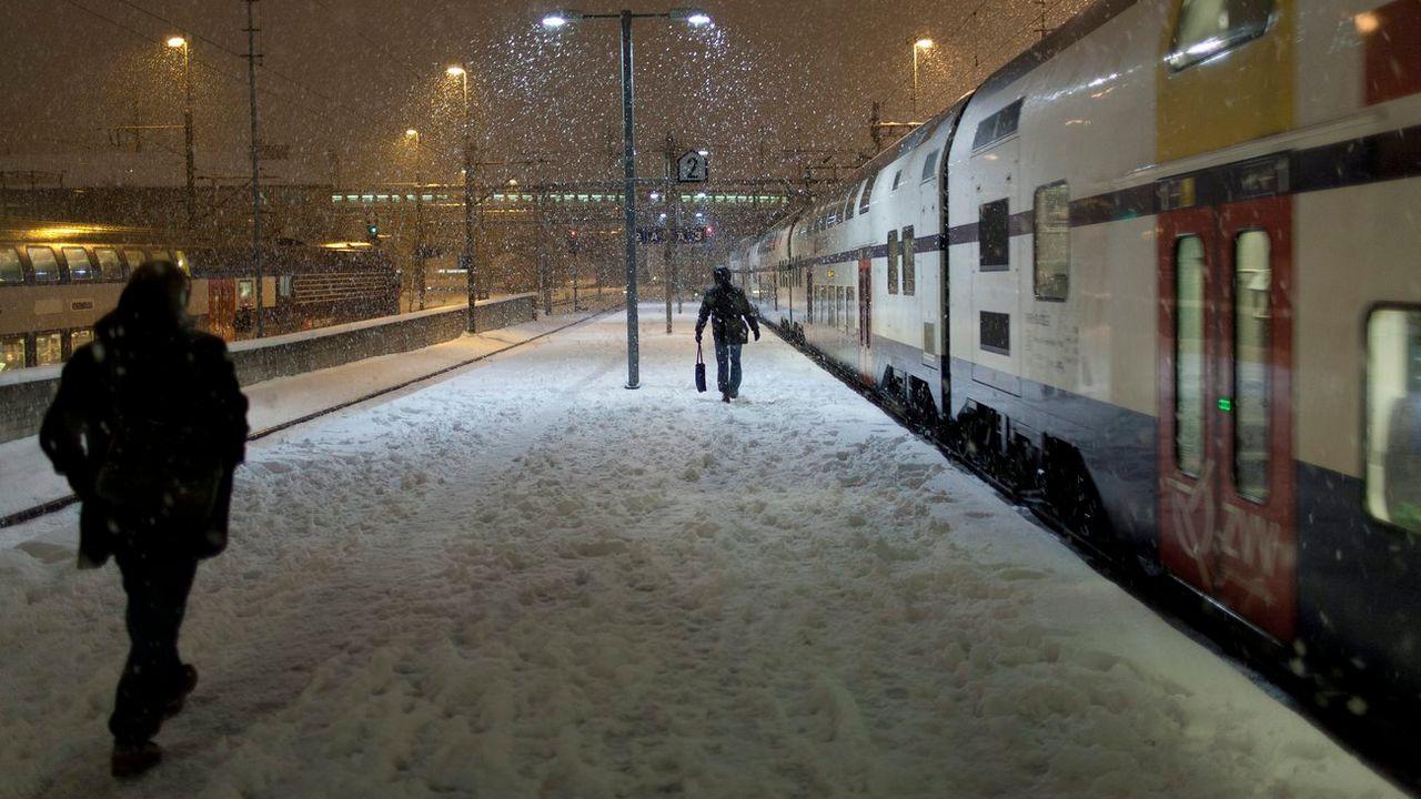 Un quai de gare à Zurich sous la neige (archives). [Gaëtan Bally - Keystone]