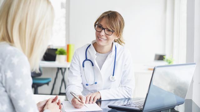 """Quel est le rôle des médecins de le débat """"pour ou contre la vaccination""""? [Sepy - Fotolia]"""