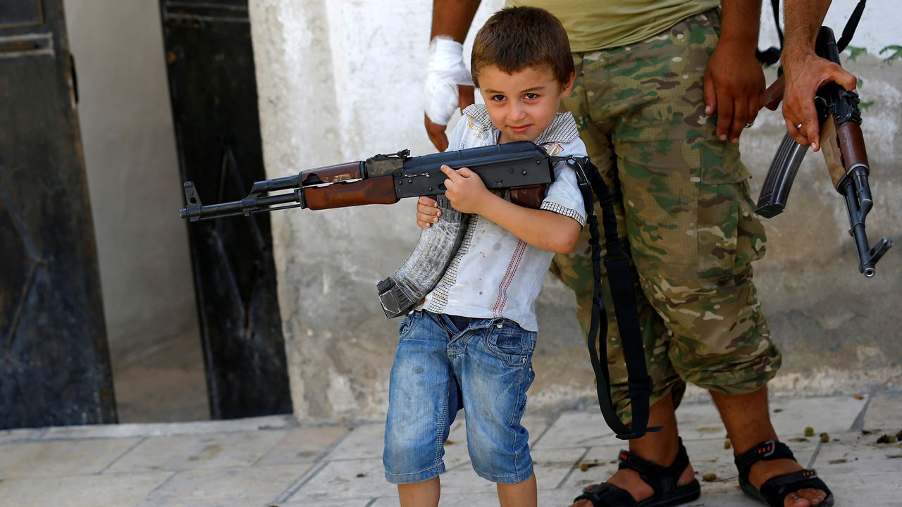 Victimes des conflits, les enfants sont de plus en plus souvent utilisés comme armes de guerre. [Umit Bektas - Reuters]