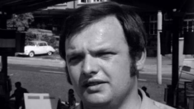 Claude Haldi en 1970 avant la course de côte du Mont-Dore [RTS]