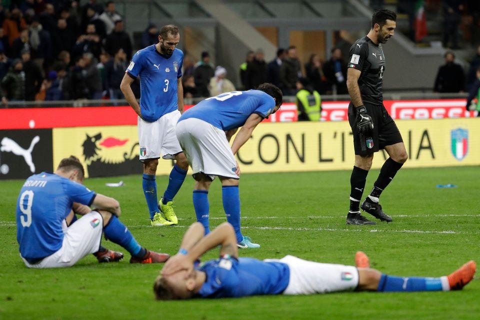 Buffon et ses coéquipiers sont tombés de haut face à la Suède. [Luca Bruno - Keystone]
