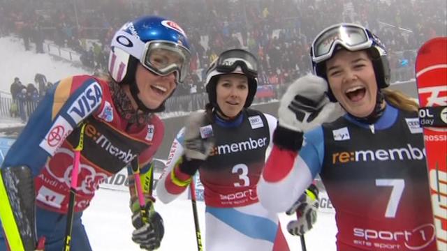 Le sourire pour Shiffrin, Holdener et Meillard (de gauche à droite). [RTS]